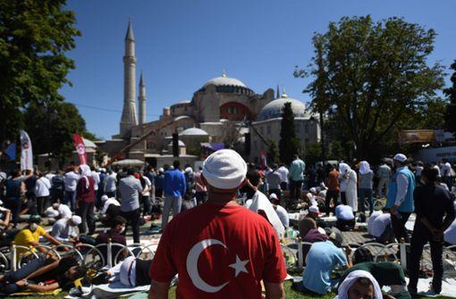 Erstes Gebet nach Umwandlung in Moschee