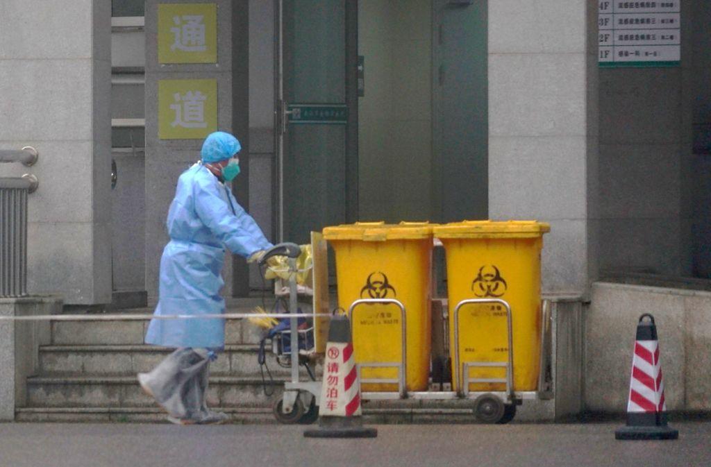 Das wohl aus dem chinesischen Wuhan stammende Coronavirus lässt immer mehr Menschen an einer neuen Lungenkrankheit sterben. Foto: AP/Dake Kang