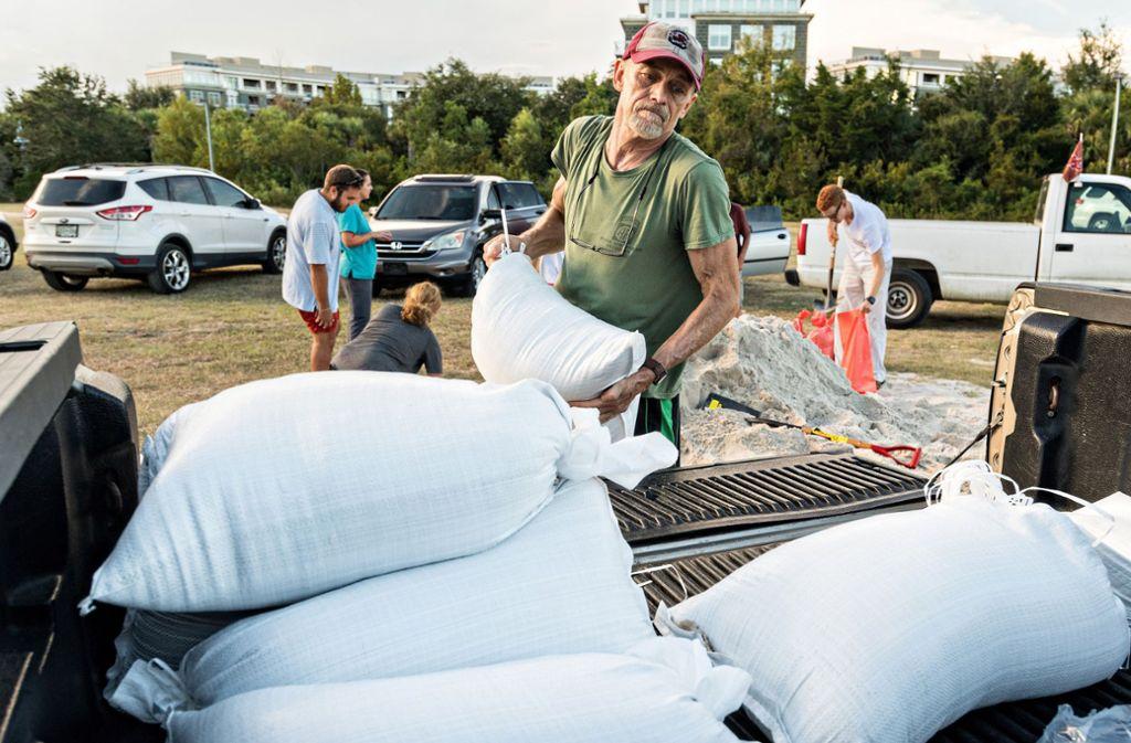"""Die Menschen in den USA treffen Vorbereitungen für Hurrikan """"Florence"""". Foto: dpa"""