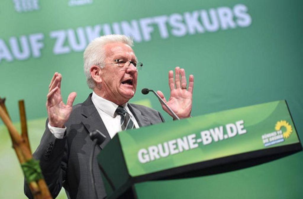 Der baden-württembergische Ministerpräsident Winfried Kretschmann spricht am Samstag in der Stadthalle in Tuttlingen beim Landesparteitag von Bündnis 90/Die Grünen. Foto: dpa