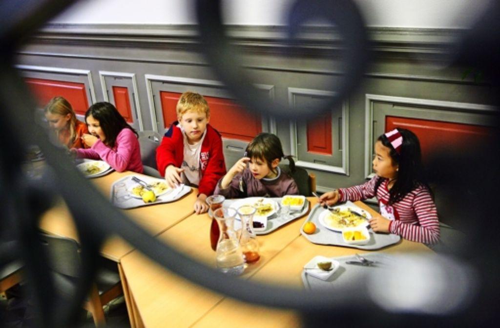 Ein Schultag bis 16  oder gar 17 Uhr macht Kinder hungrig. Das wird so bleiben. Foto: Michael Steinert