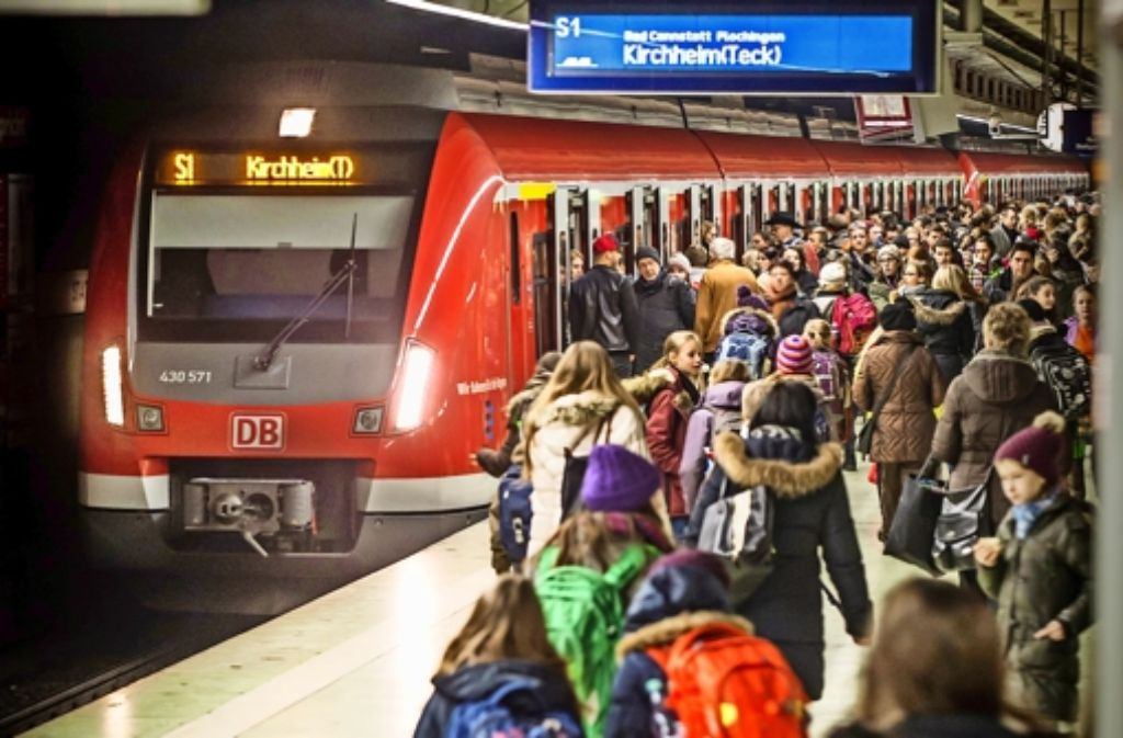 Auch die  Haltezeiten an den  Bahnsteigen  müssen kürzer werden. Foto: Lichtgut/Achim Zweygarth