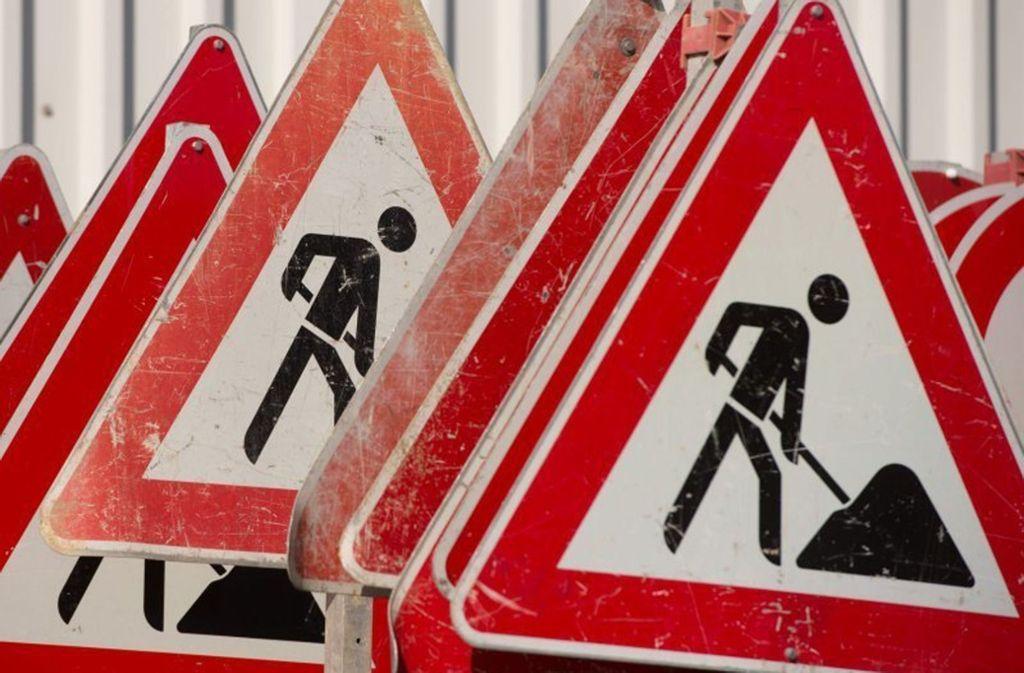 Die Bauarbeiten an der Straße nach Perouse dauern noch  bis 5. September. Foto: dpa-Symbolbild
