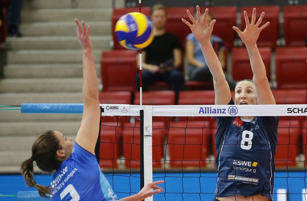 Jennifer Hamson kommt vom VC Wiesbaden nach Stuttgart. Die Diagonalangreiferin (27) ist über zwei Meter groß. Foto: Baumann