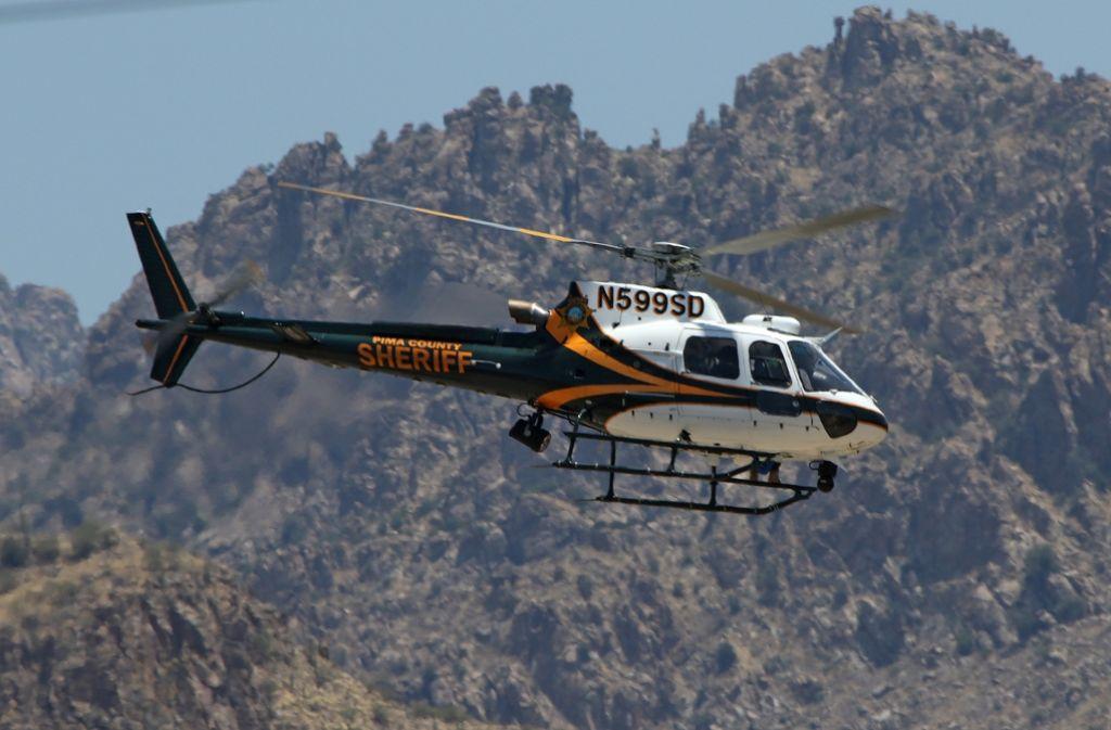 Mit Helikoptern wird nach dem vermissten deutschen Wanderer in Arizona gesucht. Foto: AP