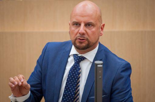 AfD-Fraktion wirft Abgeordneten  nach Gewalt-Aufruf raus