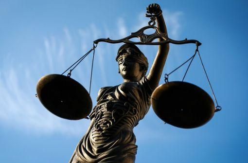 Mann von Einbrechern umgebracht - Angeklagte schweigen