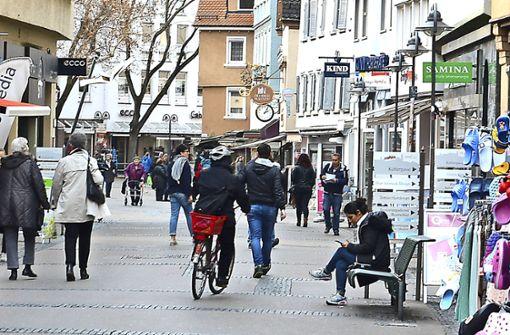 Radler ignorieren Fahrverbot in Fußgängerzone