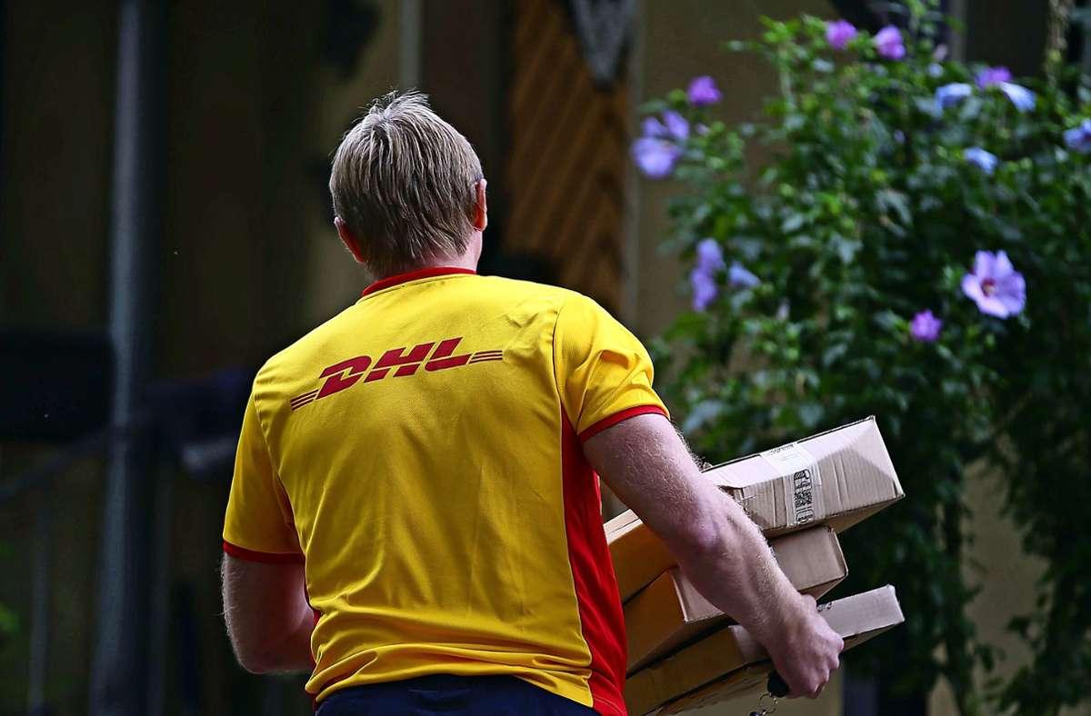 Nicht zugestellte Pakete müssen in einer Filiale abgeholt werden. Foto: dpa/Oliver Berg