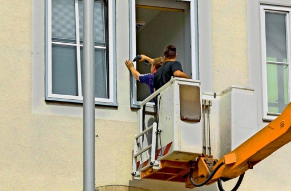 Am Alten Rathaus werden zuerst die maroden Fenster ausgetauscht. Foto: factum/Granville
