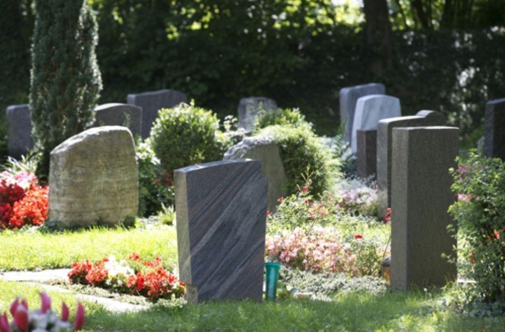 Die Steinmetze im Land liefen Sturm gegen Friedhofssatzungen, die vorschrieben, dass die Steine aus fairem Handel stammen müssen. Das Verwaltungsgericht hat jetzt im Fall von Kehl entschieden, dass dieses Verbot rechtswidrig ist. Foto: Horst Rudel