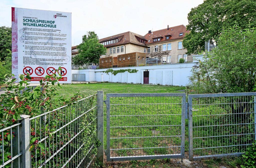 """Die Wilhelmschule in der Ditzinger Ortsmitte liegt am östlichen Rand des Bebauungsplangebiets """"Westlich Gartenstraße"""". Foto: factum/Simon Granville"""