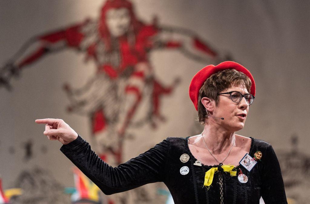 CDU-Chefin Annegret Kramp-Karrenbauer vor dem Stockacher Narrengericht Foto: dpa