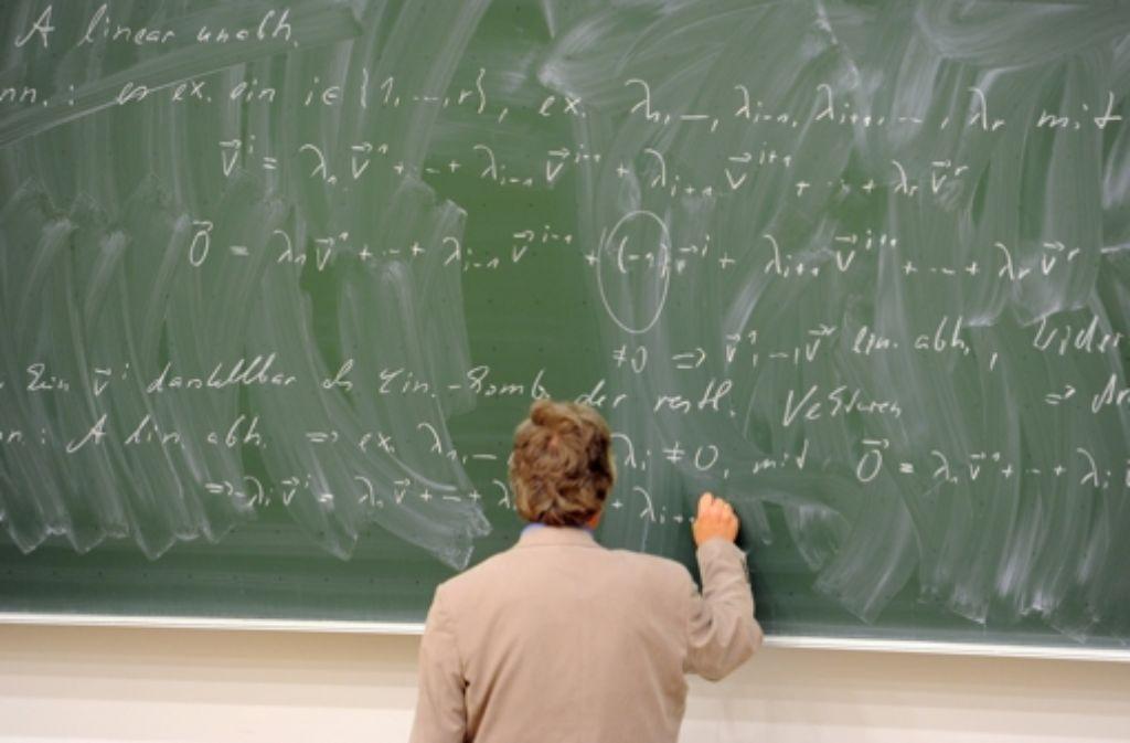 Die Lehre gehört schon lange zu den Aufgaben eines Professors. Heute wird aber besonderes Engagement erwartet – und am Semesterende bewerten die Studierenden den Dozenten. Foto: dpa