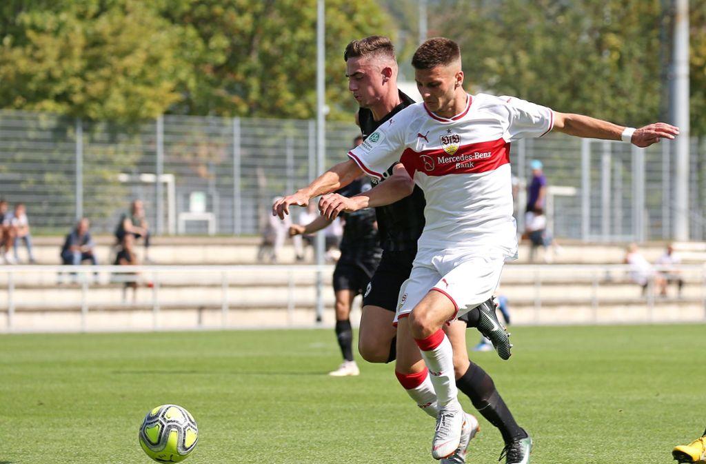 Der Tabellenführer gibt sich die Ehre: Leon Dajaku (re.) und die A-Junioren des VfB Stuttgart treffen an diesem Samstag als Spitzenreiter auf den SC Freiburg. Foto: Baumann