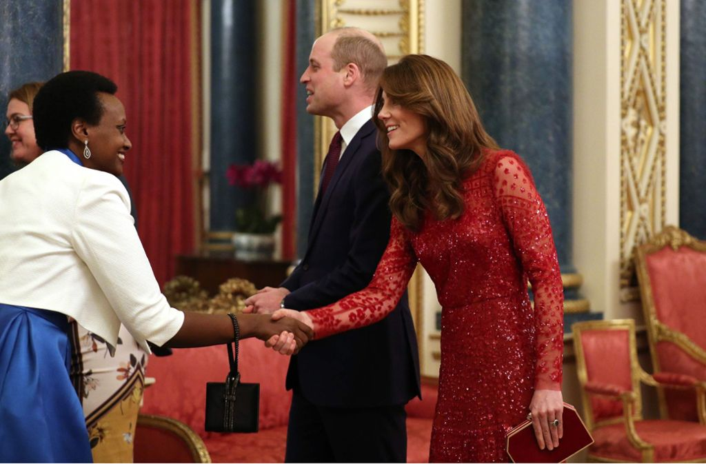 Herzogin Kates rotes Glitzerkleid sorgte für Begeisterung. Foto: AFP/YUI MOK