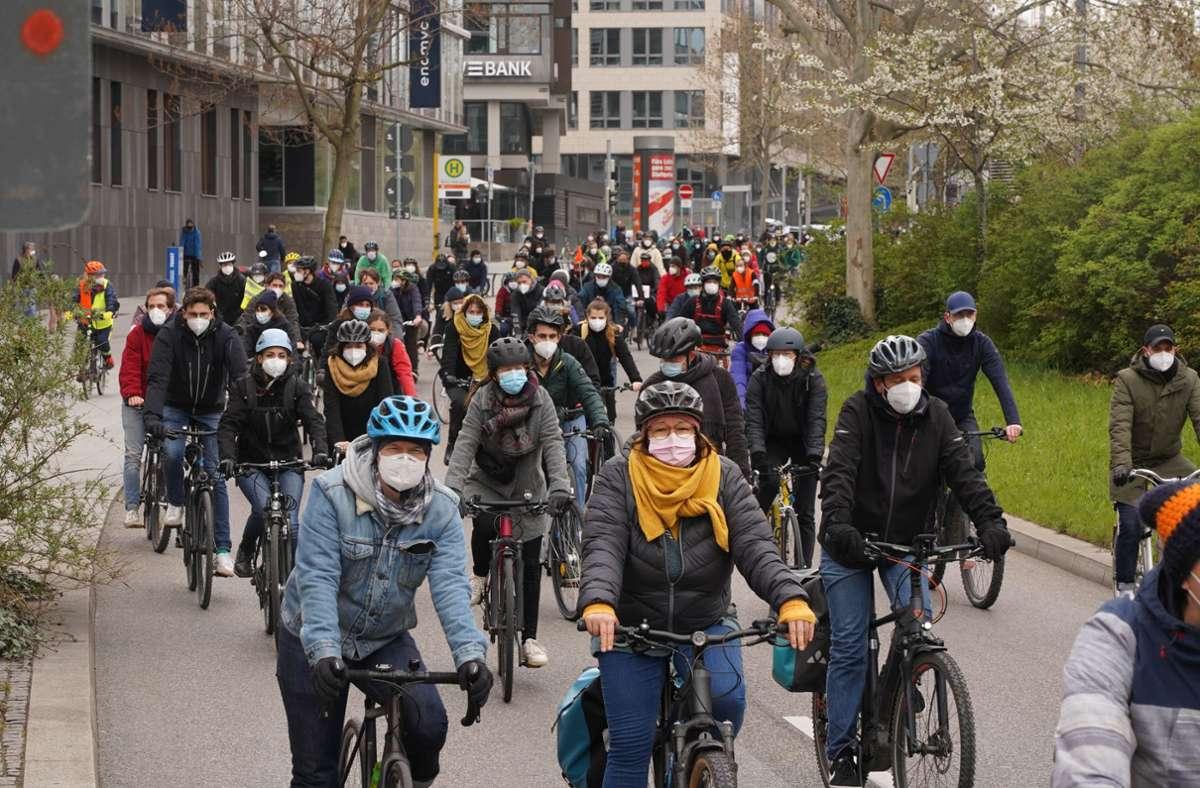 Zu der Fahrraddemo hatte das Bündnis gegen Rechts aufgerufen. Foto: Andreas Rosar/Fotoagentur-Stuttgart