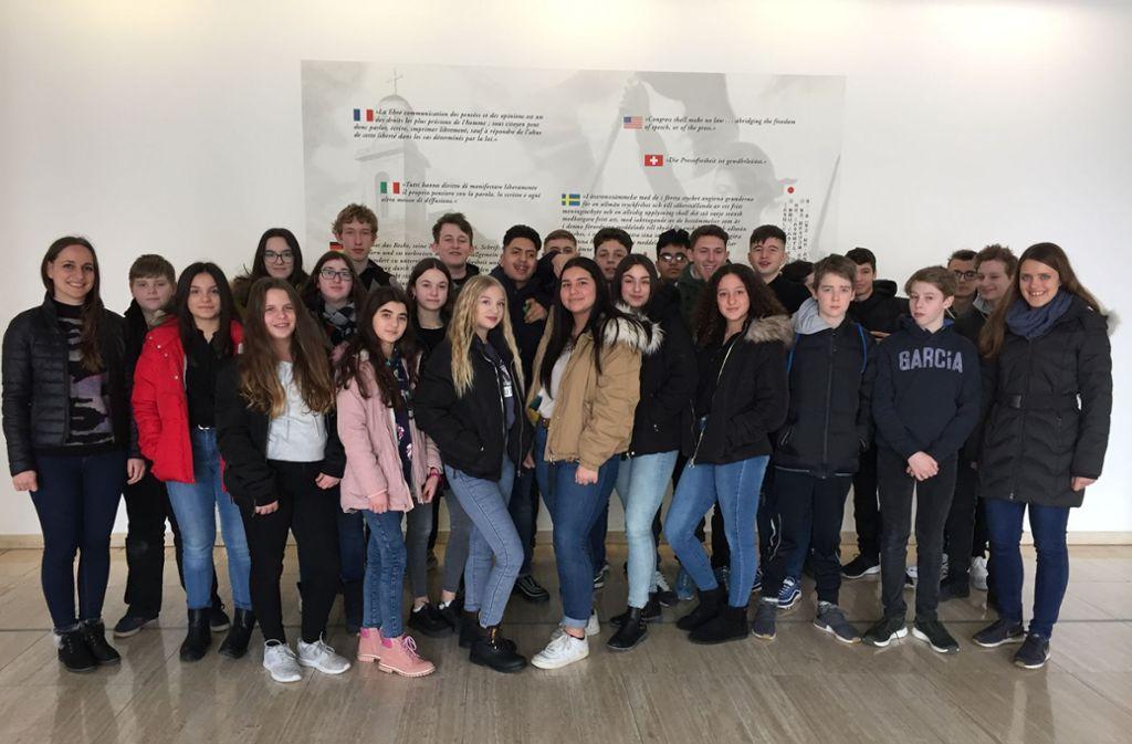 Schüler und Schülerinnen der Zeppelinschule Fellbach im Presshaus Foto: Stadtmüller