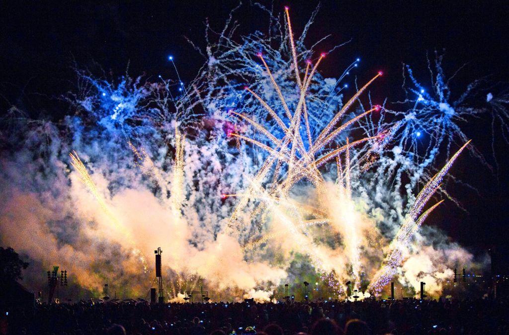 Drei internationale Pyrotechniker zaubern vom 24. bis zum 26. August wieder spektakuläre Feuerbilder in die Nacht. Foto: Michael Steinert/Archiv