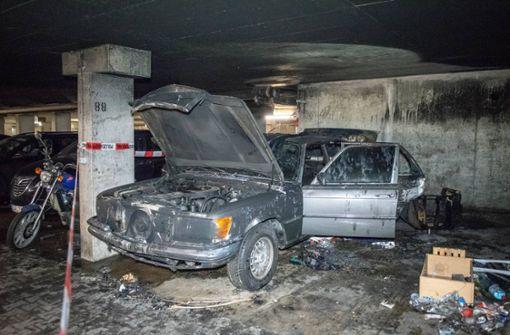 Alte Mercedes S-Klasse brennt komplett aus