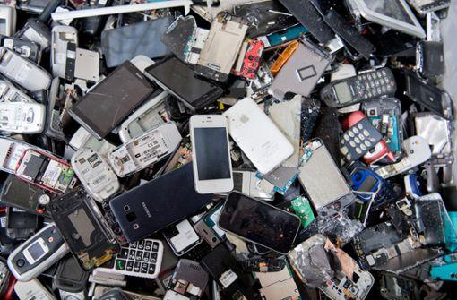 Automat tauscht alte Smartphones gegen Gutschein ein