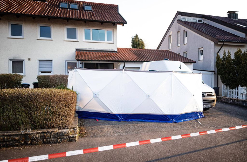 Nach der Bluttat in der Bühlenstraße in Holzgerlingen laufen die Ermittlungen abgeschirmt auf Hochtouren. Foto: 7aktuell.de/Marc Gruber