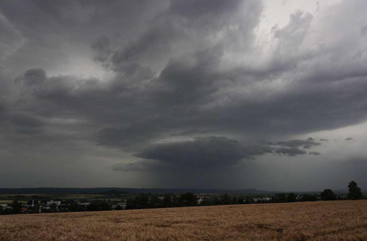 Gewitter mit Hagel, stürmischen Böen und  Starkregen sind zum Teil im Südwesten möglich. Foto: dpa/Andreas Rosar
