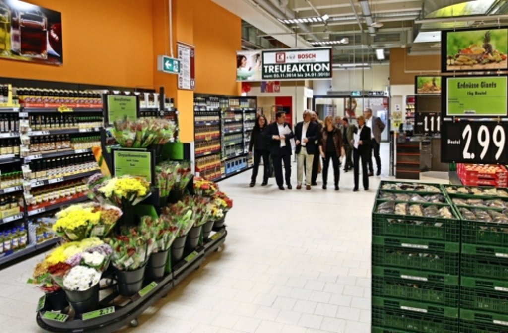 Alles steht bereit, damit um 7 Uhr die ersten Kunden im Markt einkaufen können. Foto: factum/Bach