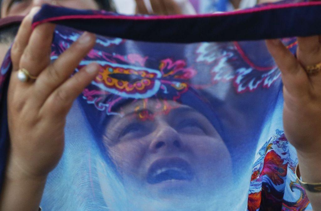 Eine Muslima im indischen Kaschmir beim Gebet. Foto: AP