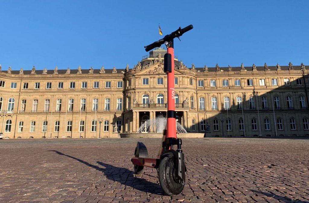 E-Roller von Voi auf dem Schlossplatz Foto: Voi
