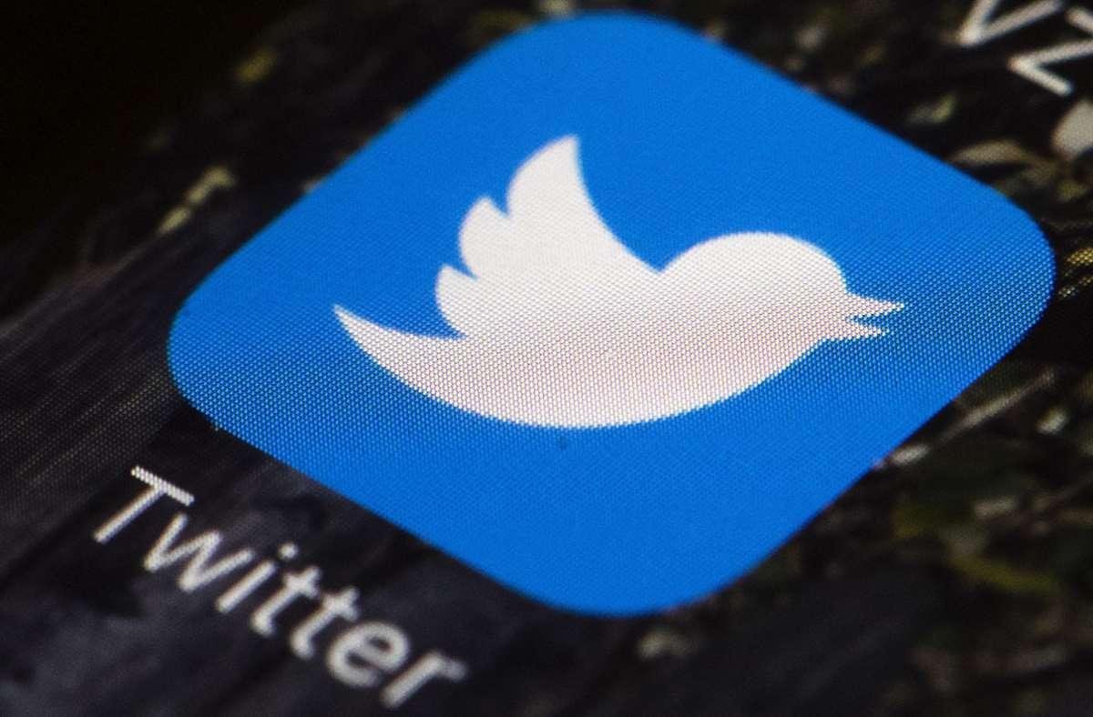 Der Kurznachrichtendienst Twitter geht gegen die Verschwörungstheorien von QAnon vor. Foto: AP/Matt Rourke