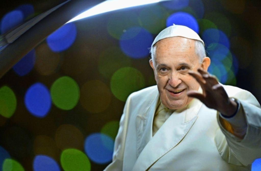 Papst Franziskus hat in den bisher neun Monaten seines Pontifikats ein ganz neues Amtsverständnis vorgelebt. Foto: AFP