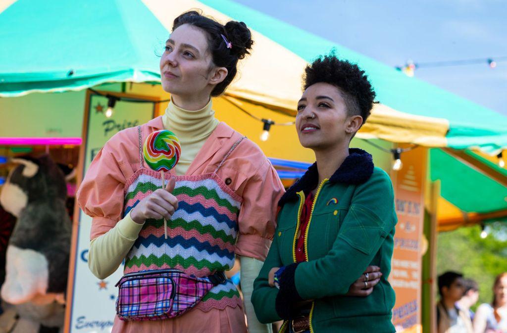 """Pubertät ist, wenn Erwachsene schwierig werden: Tanya Reynolds (links) als Lily und Patricia Allison als Ola in der zweiten Staffel von """"Sex Education"""" Foto: Netflix"""