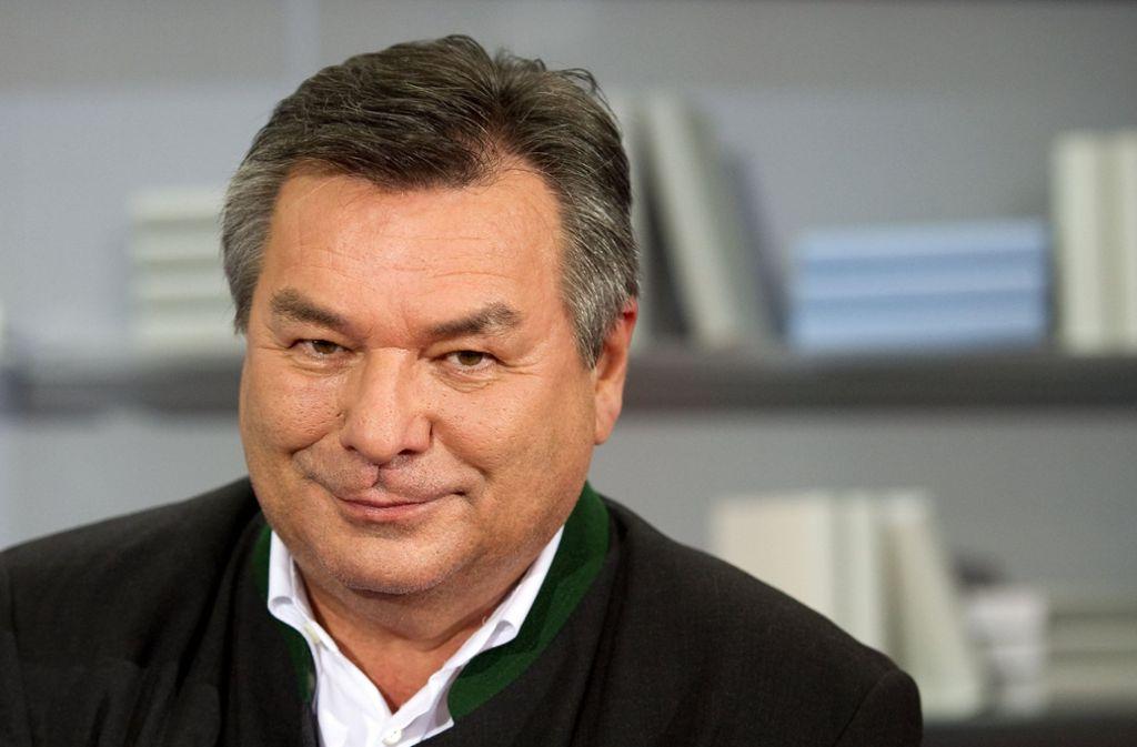 """Als Telefonjoker bei """"Wer wird Millionär"""" konnte Waldemar Hartmann Promi-Kandidat Chris Tall ausgerechnet bei einer Fußball-Frage nicht helfen. Foto: dpa"""