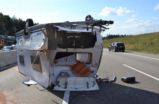 Wohnwagen-Unfall führt zu langem Stau