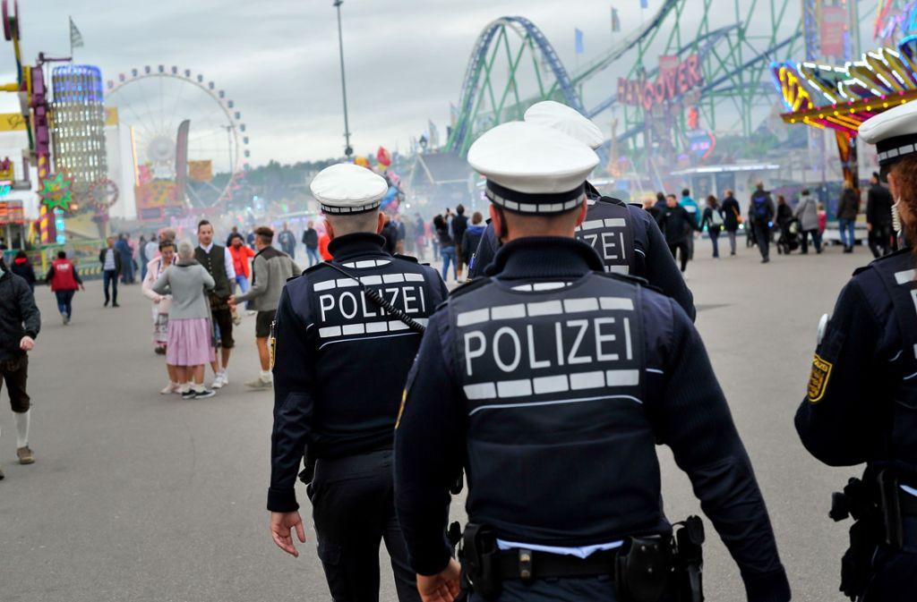 Taschendiebe bleiben draußen: Die Täter greifen seltener zu, stellt die Polizei fest. Foto: Lichtgut/Max Kovalenko
