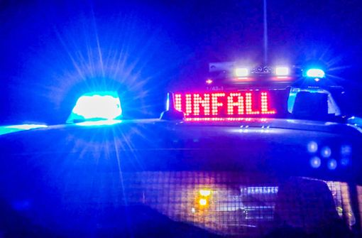 Autofahrer gerät in Gegenverkehr und stirbt - womöglich Infarkt
