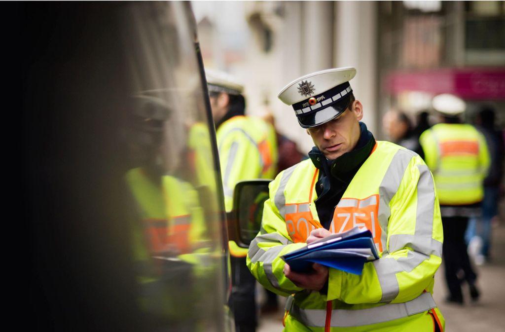 Von diesem Freitag an zücken  Polizei und städtische Verkehrsüberwachung bei alten Dieseln unter Euro 5 den Block mit den Strafzetteln. Foto: Lichtgut/Max Kovalenko