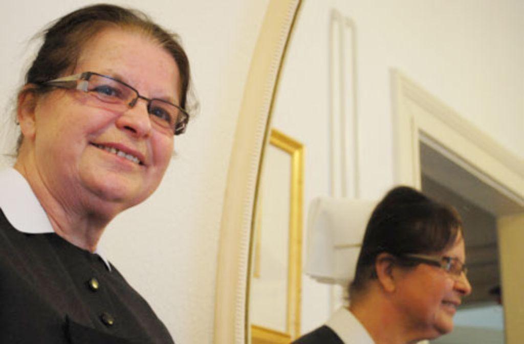 Im höheren Dienst: die Diakonieschwester Inge Kimmerle hat in Freiburg einen Laden aus der Taufe gehoben, aus dem ein segensreiches Hilfswerk in der Ukraine entstanden ist. Foto: Michael Ohnewald