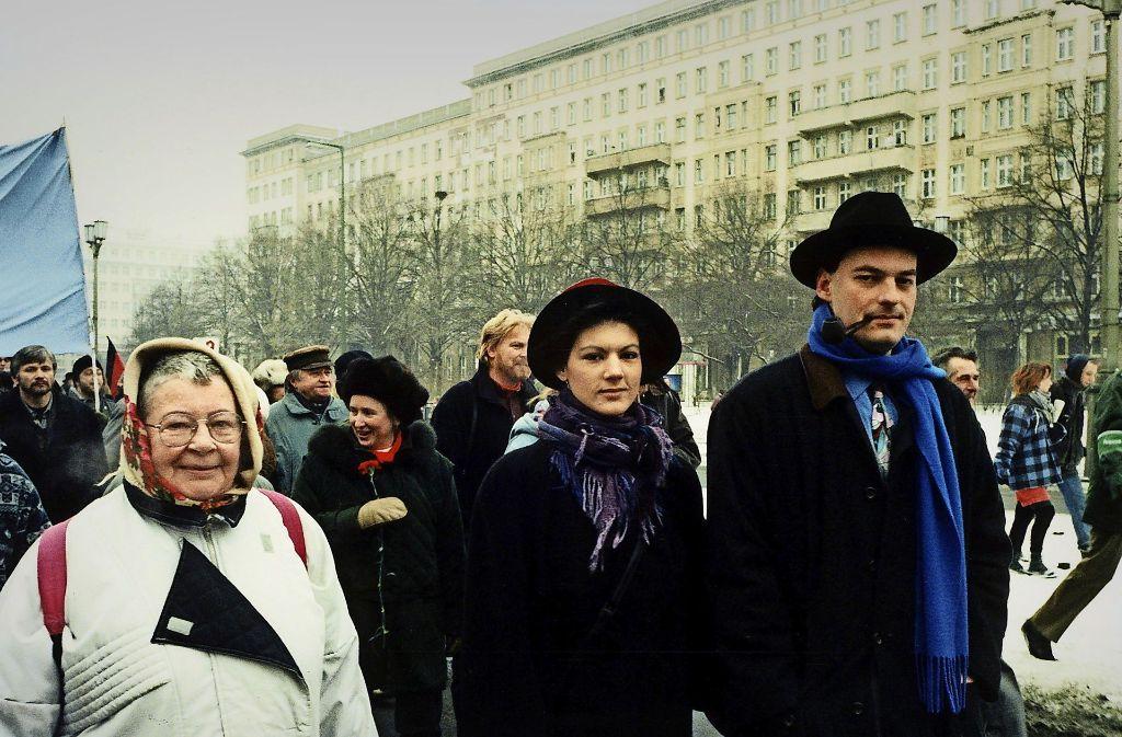 Ein Bild aus vergangenen Tagen: Im Januar 1997 marschierte Ralph Niemeyer (rechts) Seite an Seite mit seiner damaligen Verlobten Sahra Wagenknecht (Mitte) bei der Liebknecht-Luxemburg-Demonstration in Berlin mit Foto: ullstein bild
