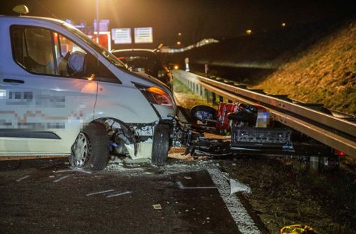 Mann von Auto erfasst und lebensgefährlich verletzt
