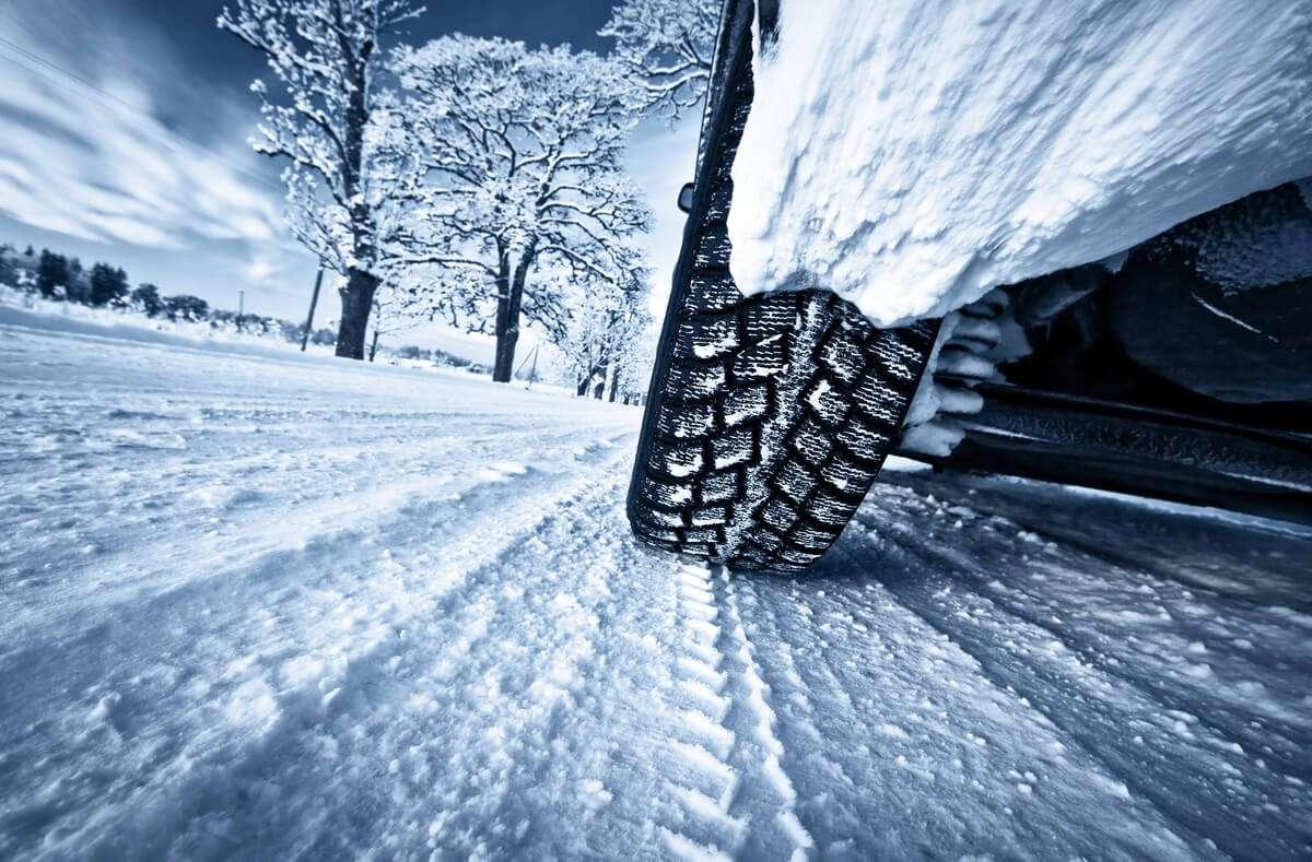 Das sind die 12 wichtigsten Dinge, um Ihr Auto winterfest zu machen. Die Winter-Checkliste für Ihr Auto. Foto: LeManna / Shutterstock.com