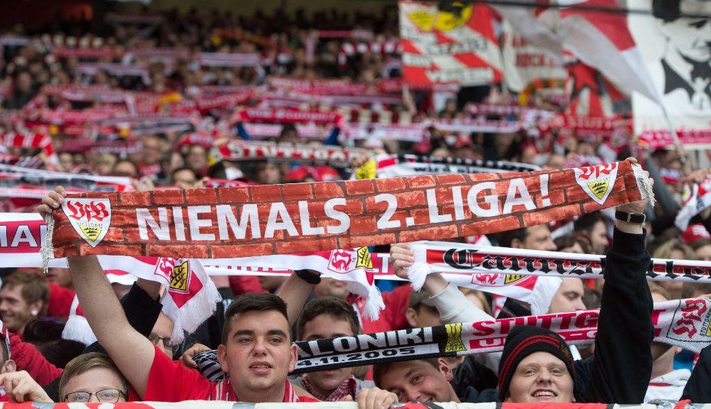 Die Fans stehen im Abstiegskampf hinter dem VfB - jetzt auch der Landtags-Fanclub. Foto: dpa