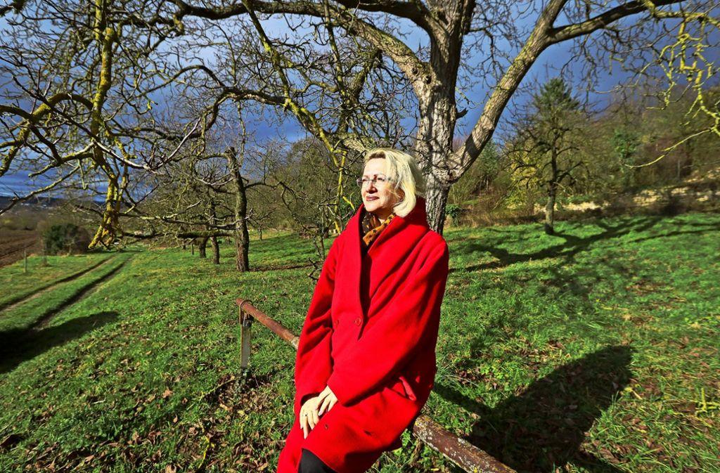 Monika Chef an ihrem Lieblingsort, im  Paradies. Es erstreckt sich aber nur über das Gemmrigheimer  Naturschutzgebiet. Foto: factum/Granville