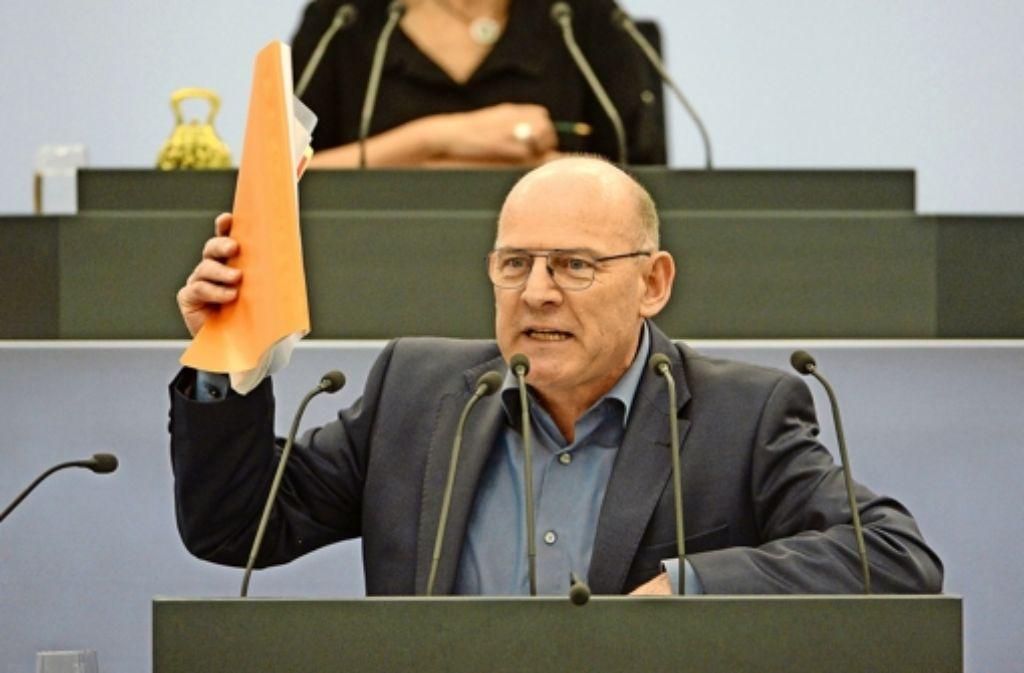 """Empört über """"haltlose, böswillige Unterstellungen"""": Winfried Hermann Foto: dpa"""