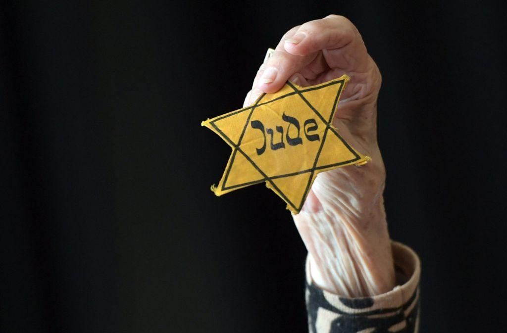 Ein Symbol der Verfolgung – der Judenstern, den die jüdischen Bürger unter den Nazis tragen mussten. Foto: dpa/Britta Pedersen