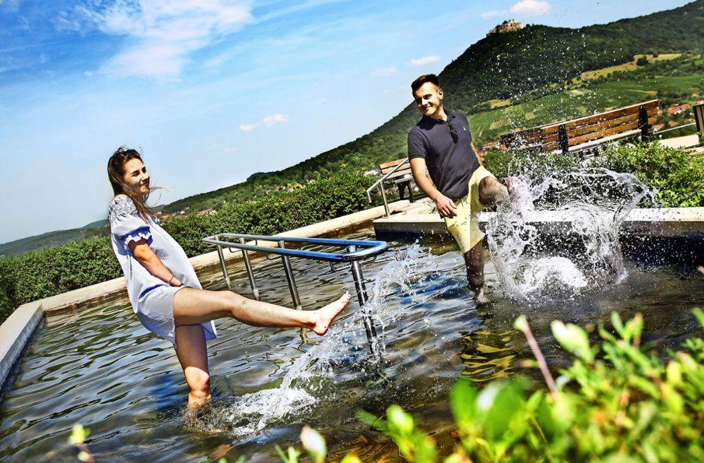 Willkommene Abkühlung von der sengenden Hitze  bietet das Kneippbad in Neuffen. Foto: Horst Rudel