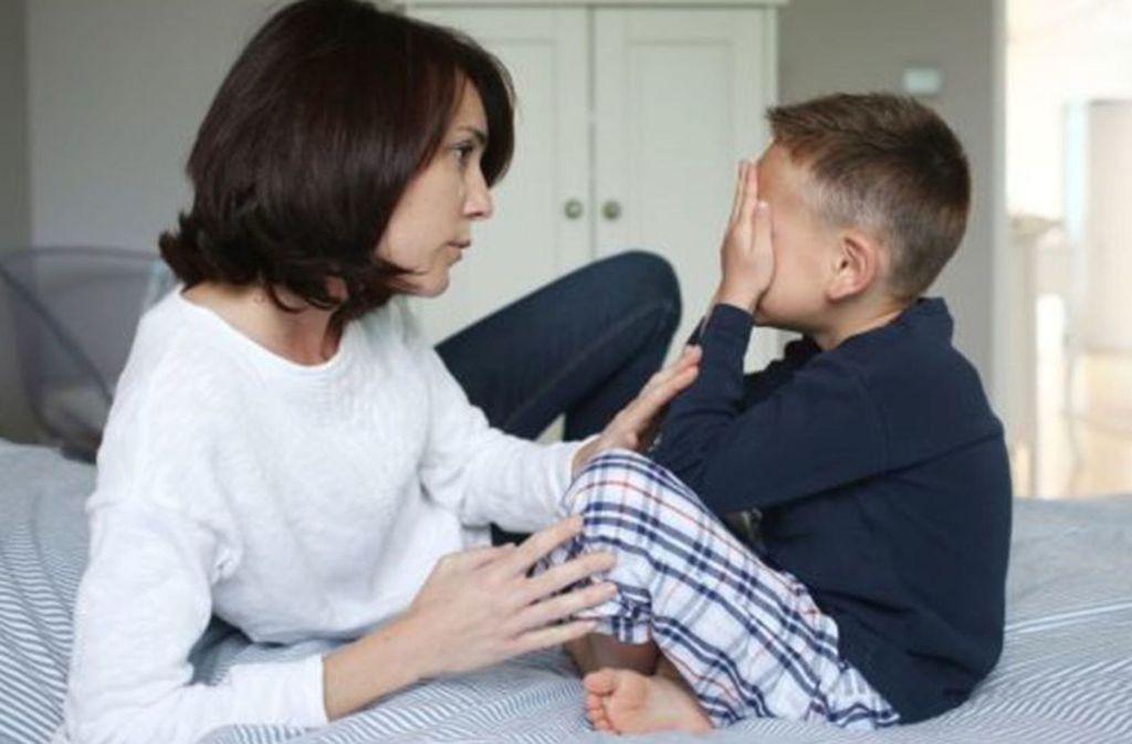 Schweres Gespräch: dem Kind sagen, dass ein Elternteil Krebs hat. Foto: Mauritius