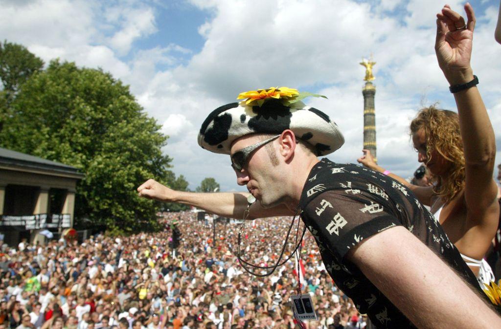 Die Loveparade in Berlin war ein wegweisenden Phänomen der Neunzigerjahre. Feierfreudige Technojünger strömten zu Tausenden in die Hauptstadt und feierten eine große, friedliche Party. Foto: AP