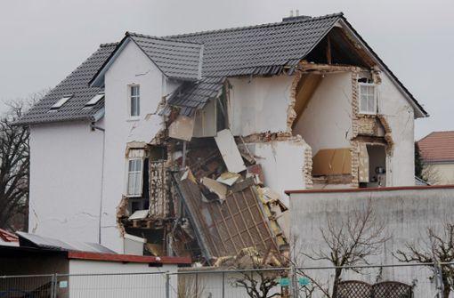 Wohnhaus stürzt zusammen – Frau stirbt